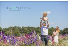 family photoshoot. confetti flower fields photographer